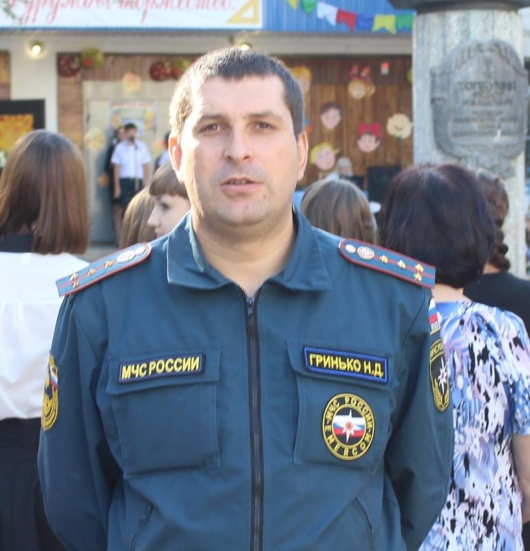 В Волгограде сотрудник МЧС спас женщину из горящего дома
