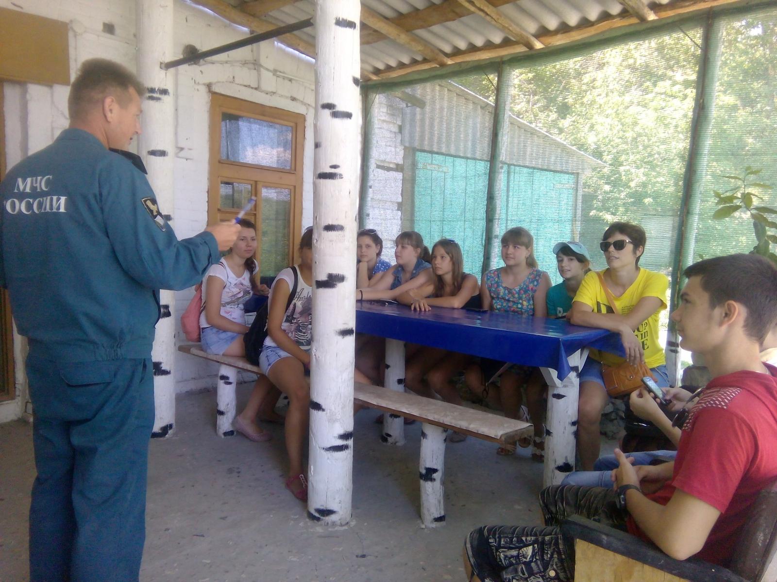 Госинспекторы Серафимовичского инспекторского участка ГИМС обучают детей правилам безопасного поведения на воде