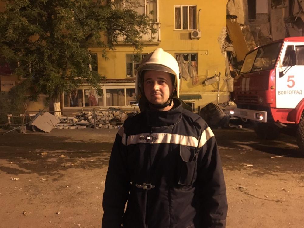 В первые минуты трагедии пожарным-спасателям удалось спасти десятки жизни людей