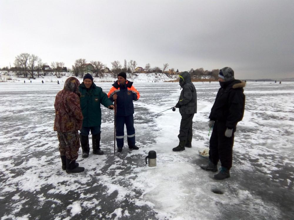 Любителям подлёдного лова рыбы ГИМС напоминает: в период длительных зимних каникул не забывайте о правилах безопасного поведения у водоёмов!