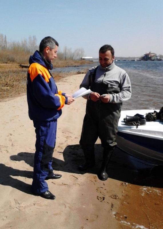 Госинспекторы ГИМС напоминают о правилах безопасного поведения на воде поздней осенью