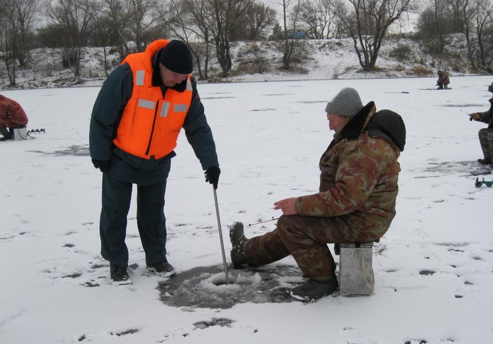 ГИМС напоминает: чтобы зимняя рыбалка не обернулась бедой, строго соблюдайте правила безопасного поведения на водоёмах!