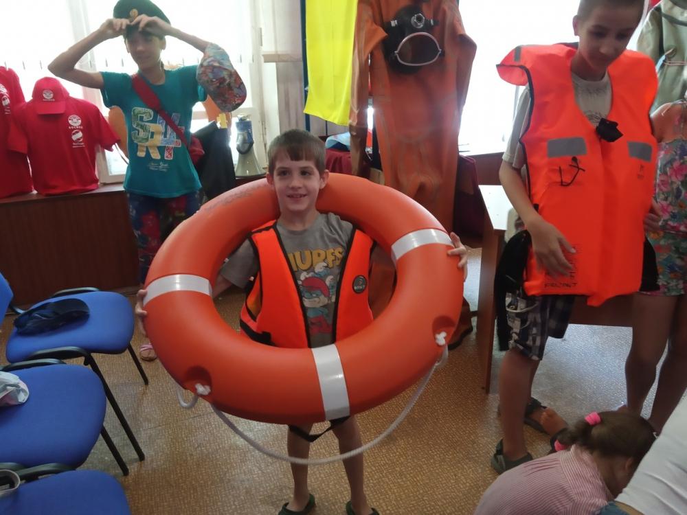 Юные волжане ознакомились с экспозицией музея спасателей