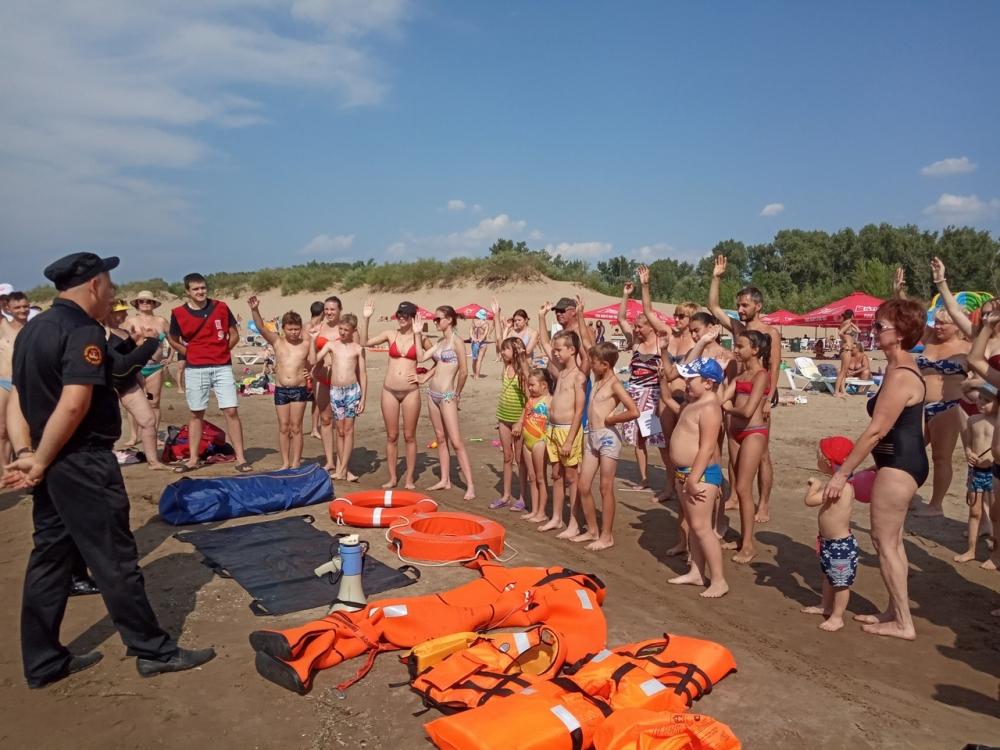 Спасатели Волгоградской области в очередной раз напомнили людям о безопасности во время летнего отдыха у воды