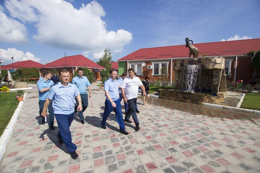 Сотрудники надзорных органов проверили соблюдение мер безопасности в оздоровительных учреждениях Темрюкского района