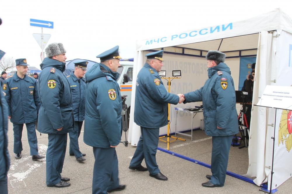 Смотр сил и средств МЧС России