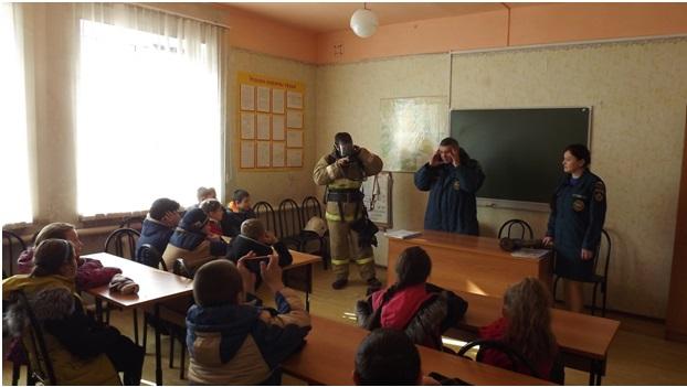 На уроке у огнеборцев
