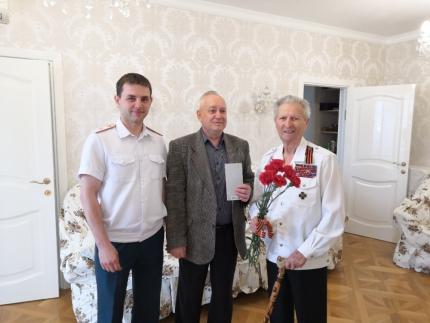 Сотрудники подразделений Главного управления поздравили ветеранов с Днем Победы