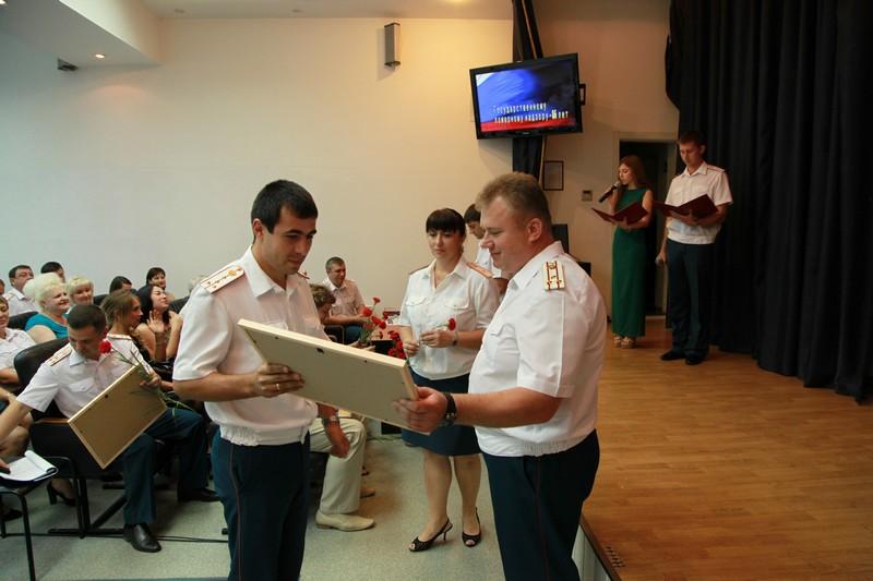 Инспектора государственного пожарного надзора принимают поздравления