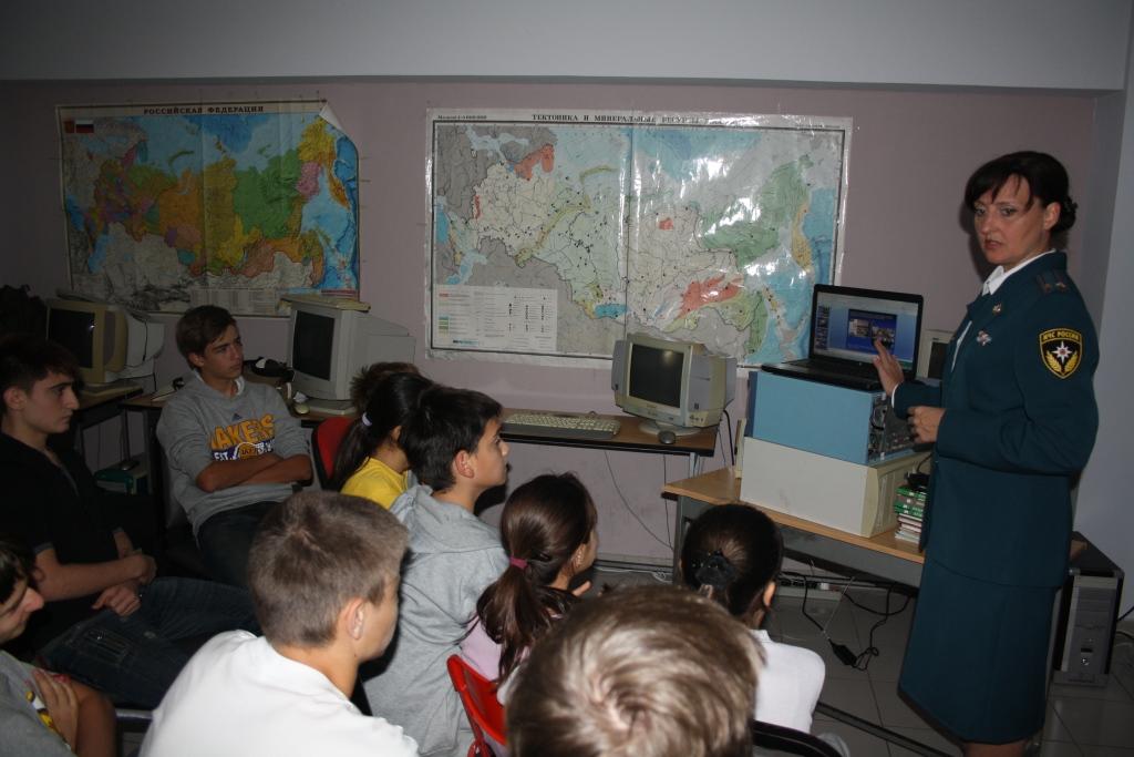 Работа представителей МЧС с учащимися Русской школы республики Кипр, декабрь 2012г.