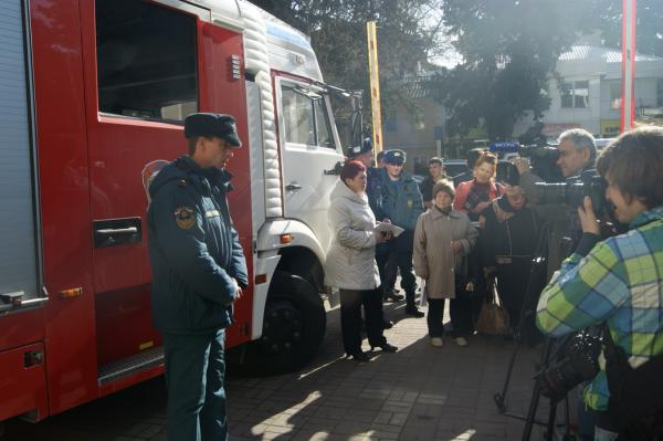 Флешмоб в рамках месячника безопасности при землетрясении в городе Сочи, февраль 2013г.