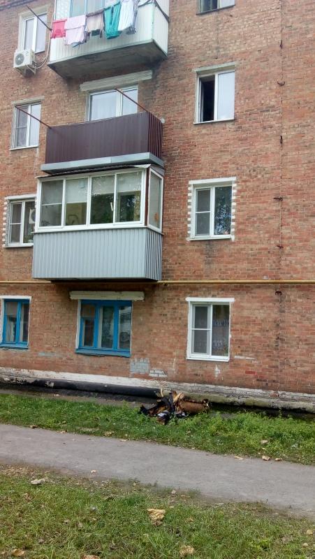 Прямо в руки спасителю: пожарный Андрей Новоселов поймал на лету  выпрыгнувшую с балкона девочку