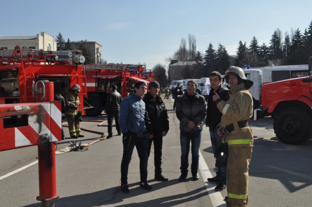 На главной площади города Черкесска прошел смотр техники