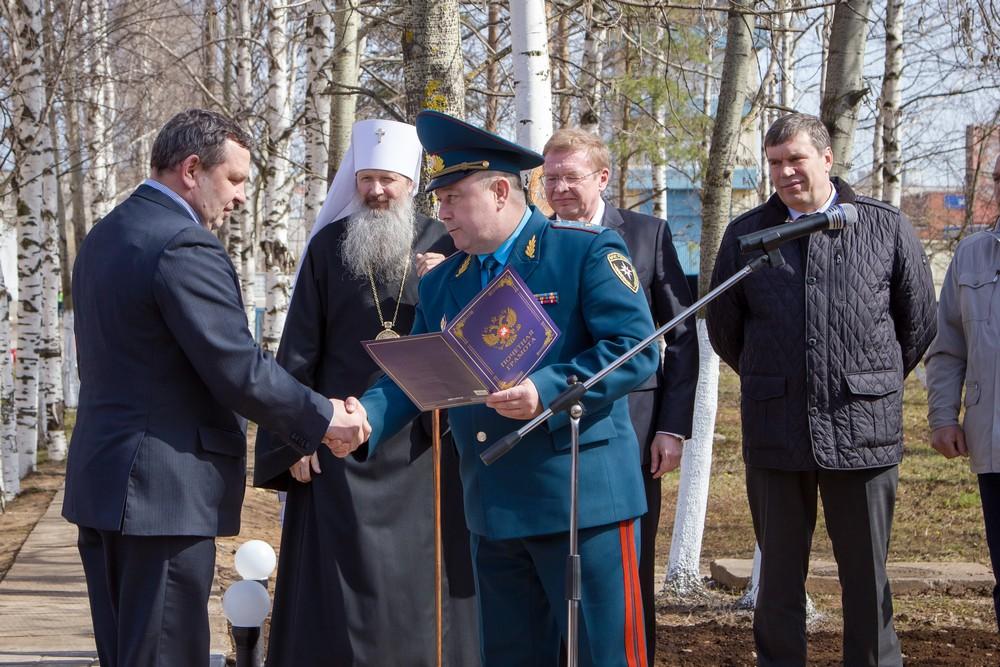 награждение чернобыльцев пожарных в мчс ялты фото там было