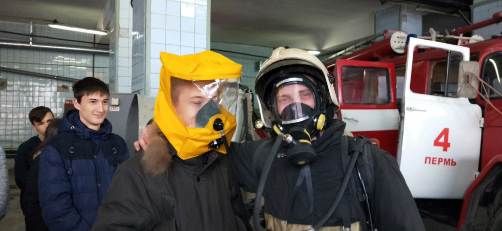 Старшеклассникам рассказали о профессии пожарного-спасателя  в 4 пожарно-спасательной части