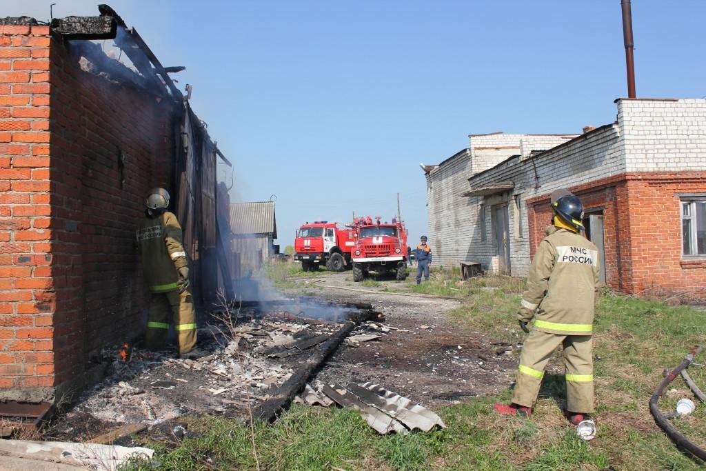Пожар в здании неэксплуатируемой фермы в д.Апшакбеляк