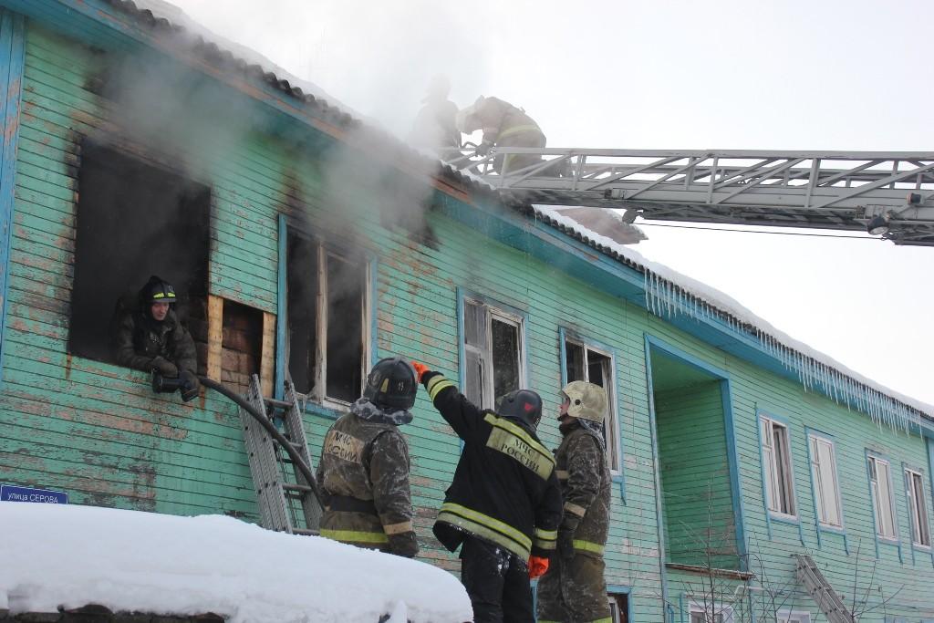 Пожар в жилом доме на ул.Серова в Йошкар-Оле