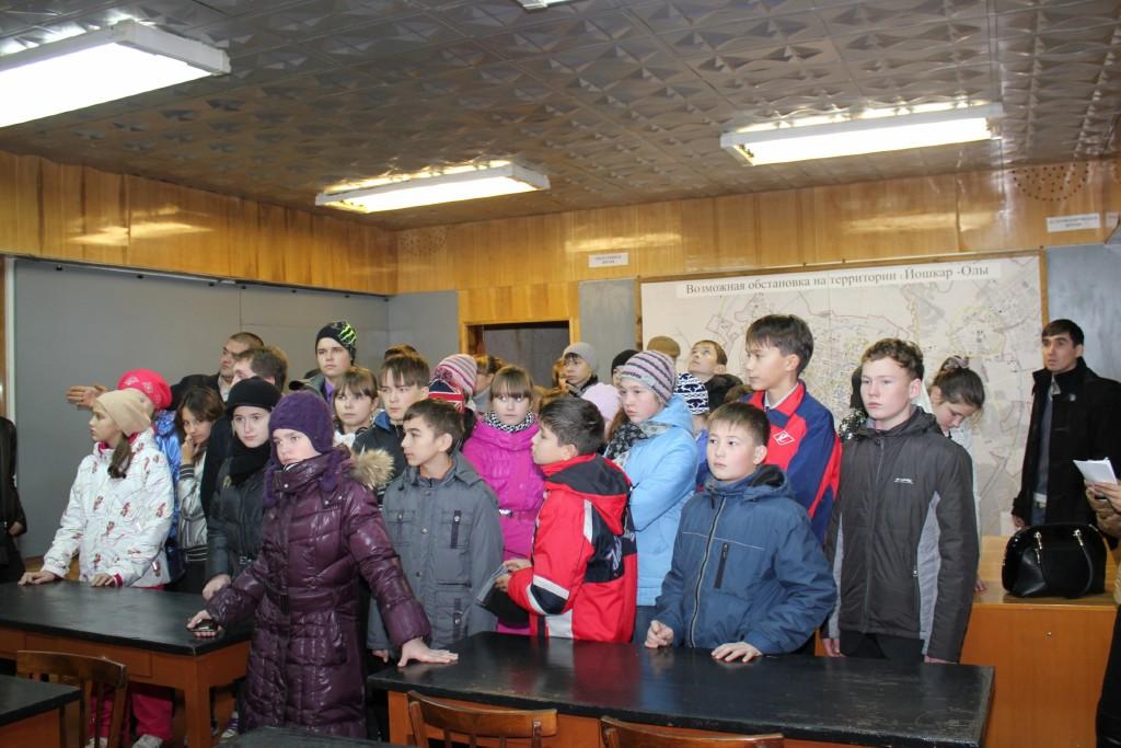 """Экскурсия учеников гимназии """"Синяя птица"""" в убежище"""