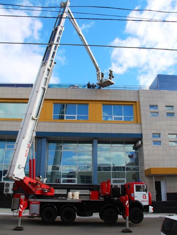 Пожарно-тактическое учение на здании торгового центра