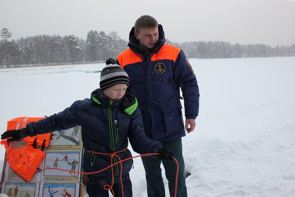 """Занятие по безопасности на зимнем водоеме в центре """"Журавушка"""""""