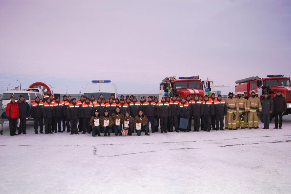 Губернатор вручил ключи от спецтехники псковским спасателям и наградил лучших сотрудников в преддверии профессионального праздника
