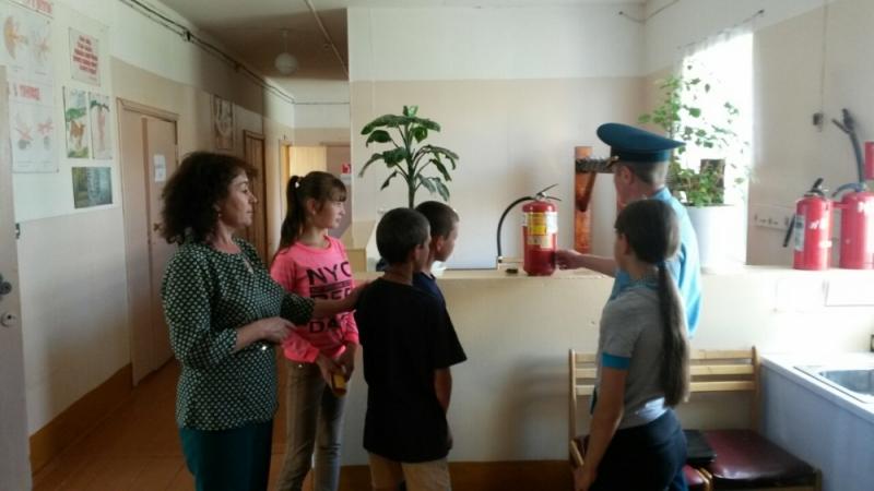 В детском лагере в Атюрьевском районе Мордовии сотрудники МЧС и провели занятия с детьми и персоналом.