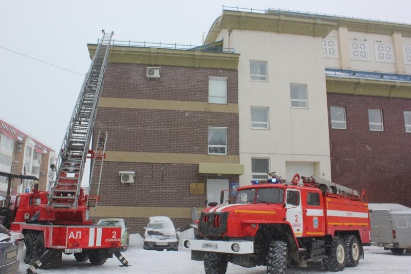 В Мордовском национальном драматическом театре сотрудники МЧС и персонал отработали действия при пожаре.