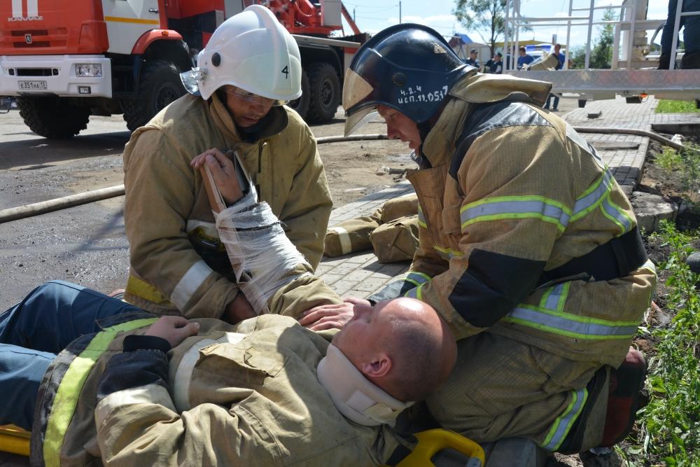 Городские пожарные Мордовии провели соревнования в высотном здании.