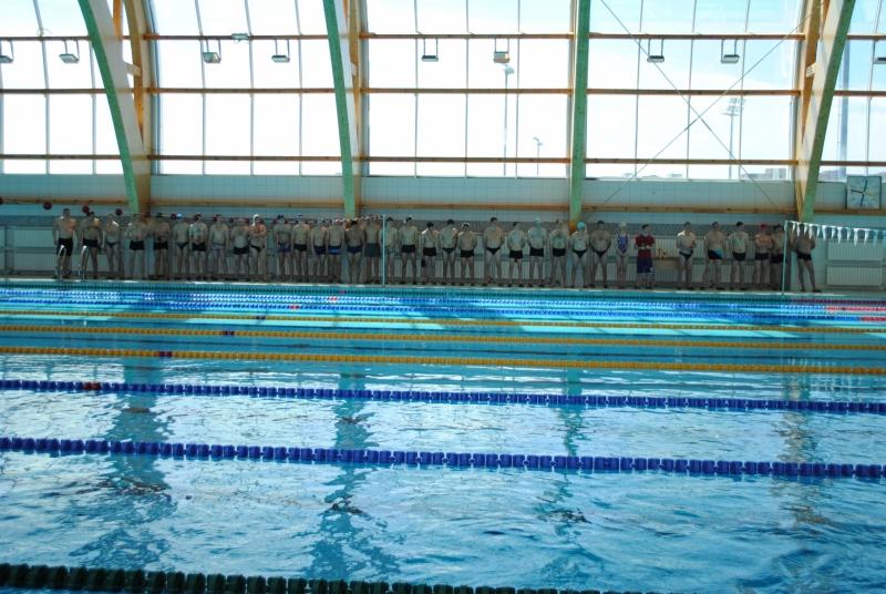 Сотрудники МЧС соревновались в плавании