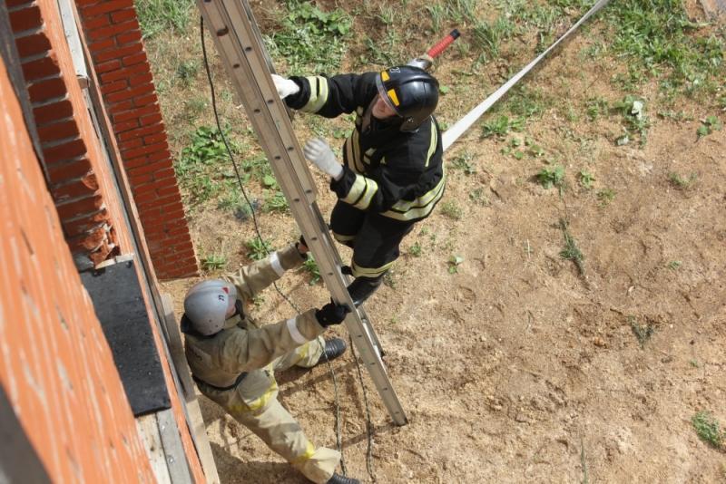 в Саранске состоялись соревнования по пожарному биатлону