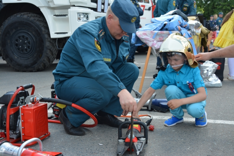 12 июня 2017 года в День России и день 376-летия города Саранска сотрудники МЧС сделали всё, чтобы создать людям праздничное настроение.