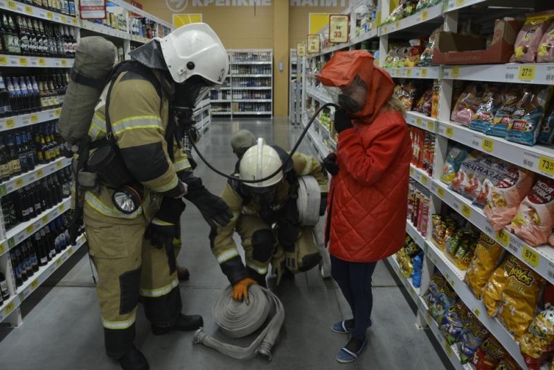 Пожарно-тактическое занятие в гипермаркете