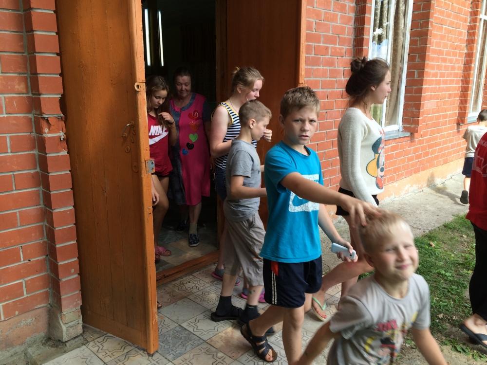 В детском оздоровительном лагере «Орбита» были отработаны действия в случае возникновения пожара и иных чрезвычайных ситуаций.