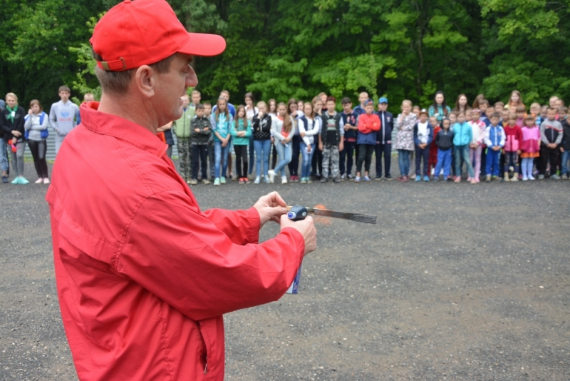 В каждую смену и в каждом оздоровительном лагере Мордовии сотрудники МЧС и ВДПО ставят целью провести занятия по пожарной безопасности.