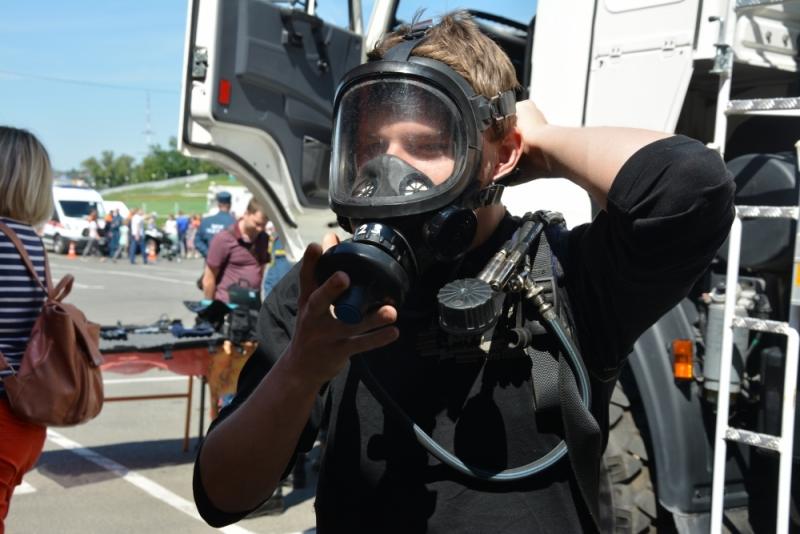 Демонстрация специальной техники, оборудования и снаряжения МЧС России