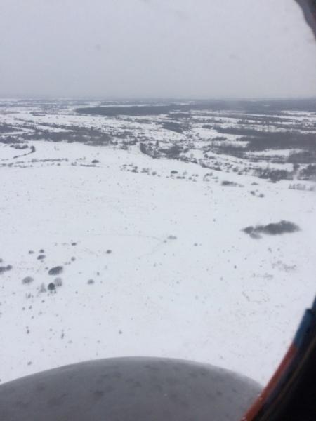На снег, лед и крышу учатся десантироваться спасатели
