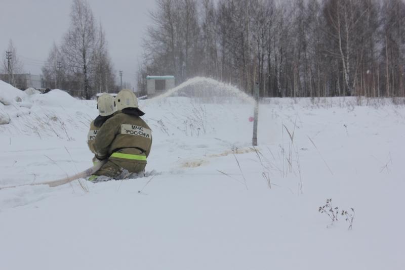 Соревнования пожарных в глубоком снегу