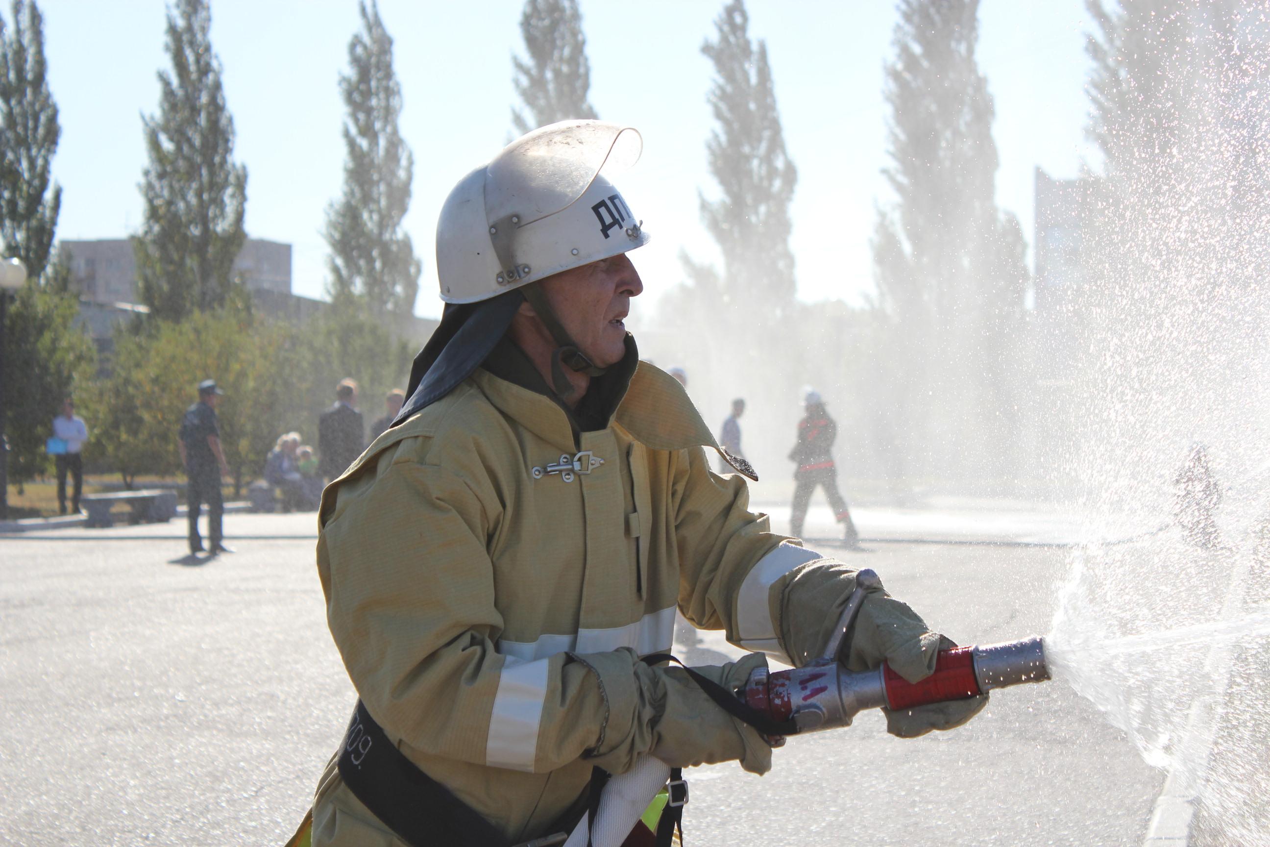 Поздравление пожарных добровольцев