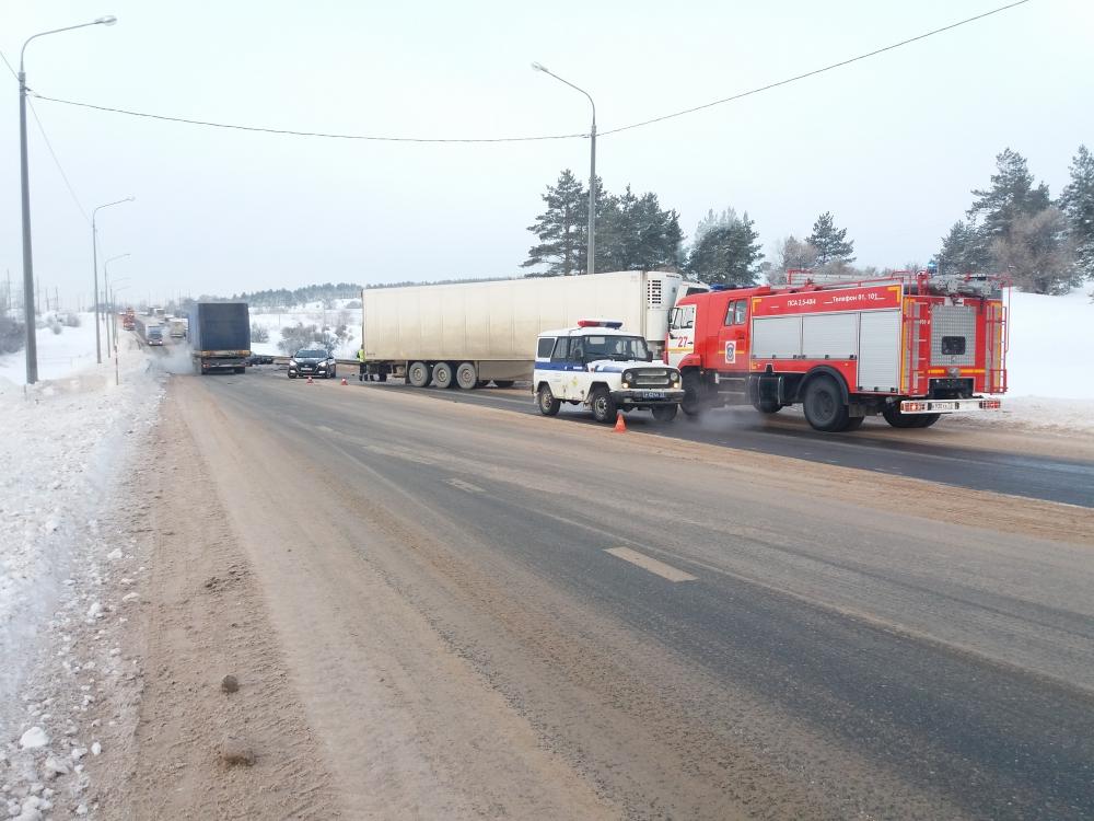 Спасатели МЧС России приняли участие в ликвидации последствий ДТП в Тереньгульском районе