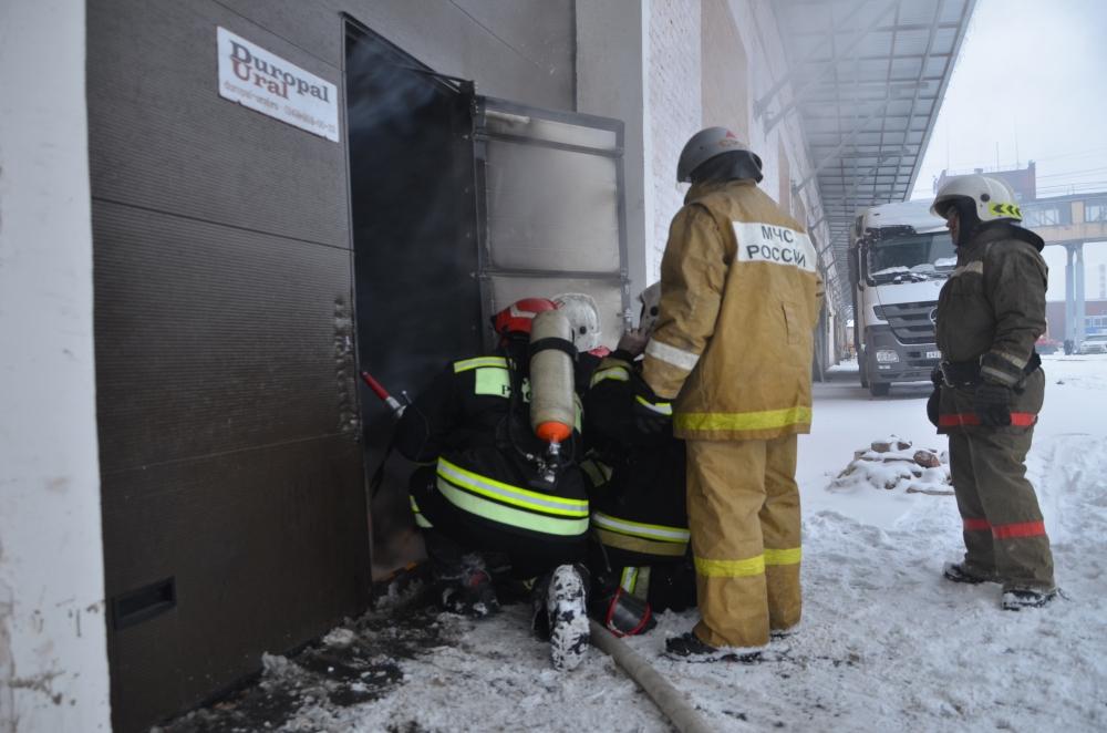 06.03.2016 Ликвидация пожара на складе в г.Екатеринбурге