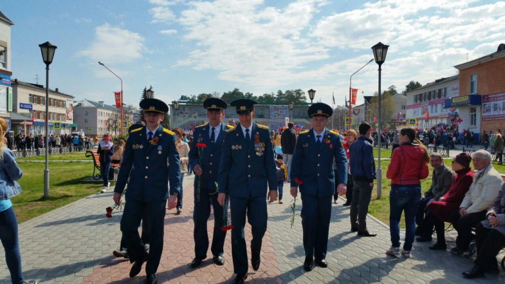 Сотрудники специальной пожарно-спасательной части № 4 приняли участи в торжественных мероприятиях города Заречный, посвященных Дню победы.