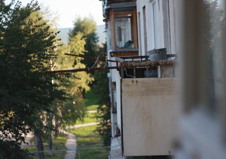 В Коркино ученики и рабочий школы №14 помогли спасти человека