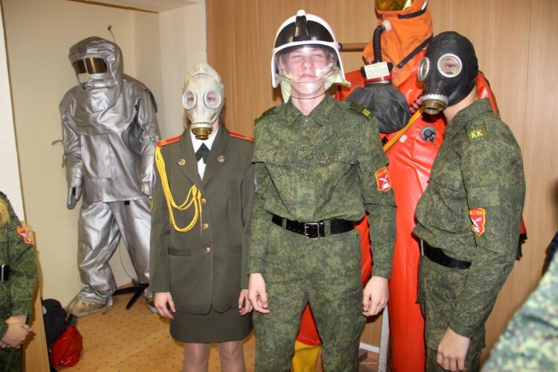 Надымские кадеты посетили выставку, посвященную 85-летию со дня образования гражданской обороны