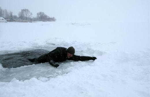 Правила поведения при нахождении на тонком льду