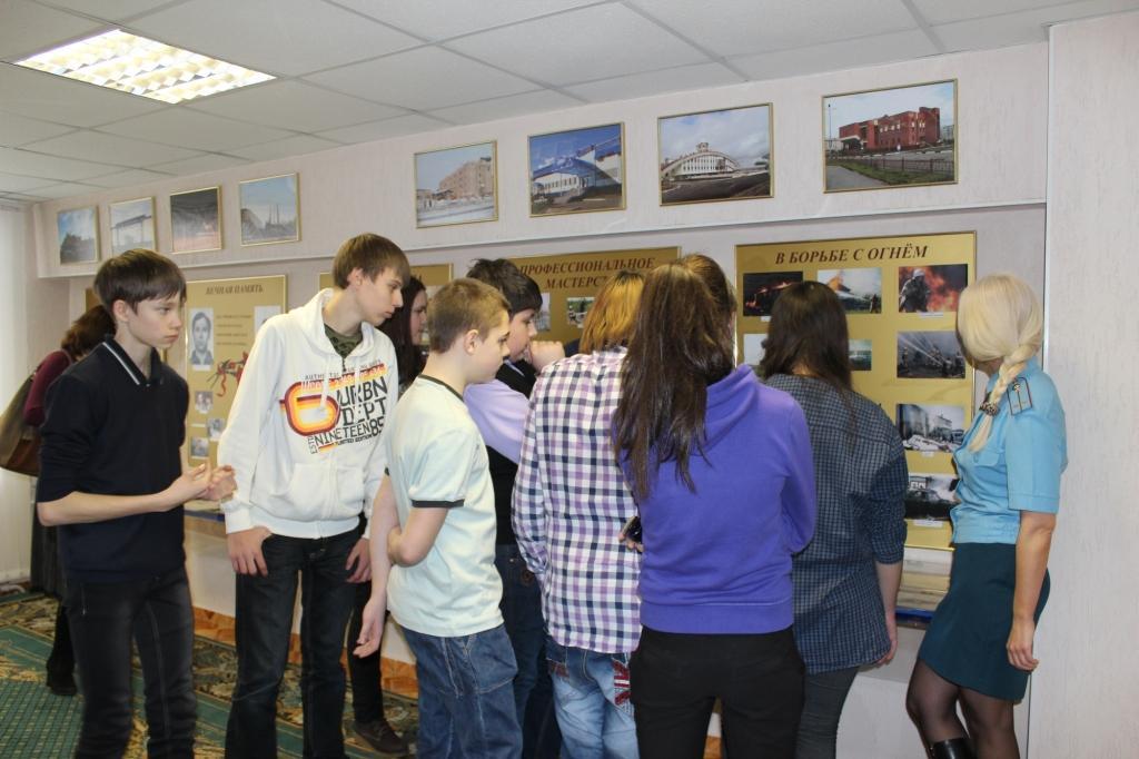 Школьники посетили пожарную часть Лабытнанги