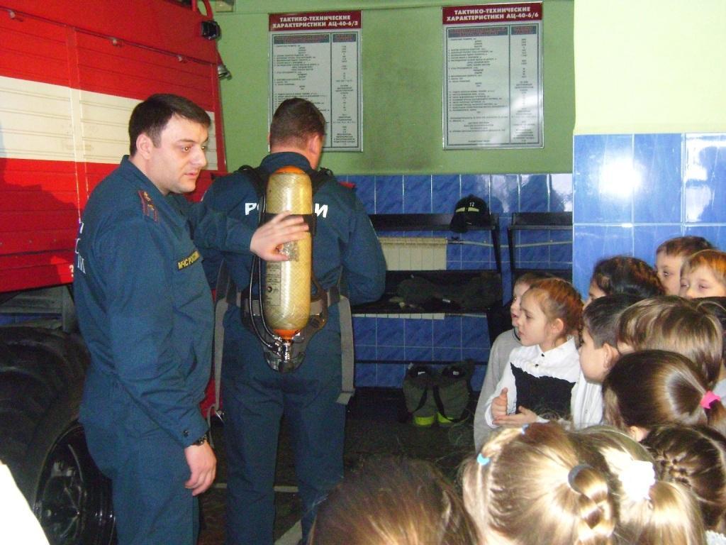 В пожарной части Губкинского прошла экскурсия для школьников в рамках Всемирного дня гражданской обороны