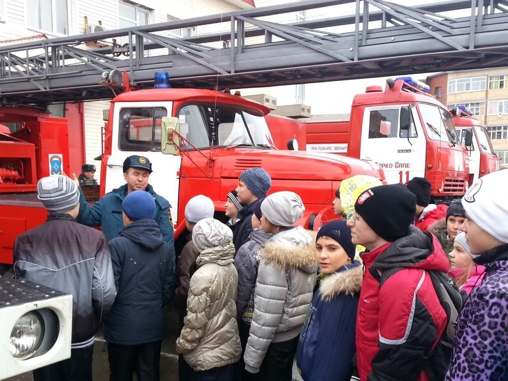 Выставка пожарной техники прошла в Тарко-Сале