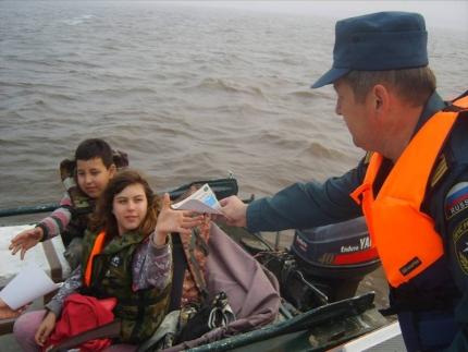 Инспекторы ГИМС призывают жителей Югры соблюдать правила безопасности на воде поздней осенью