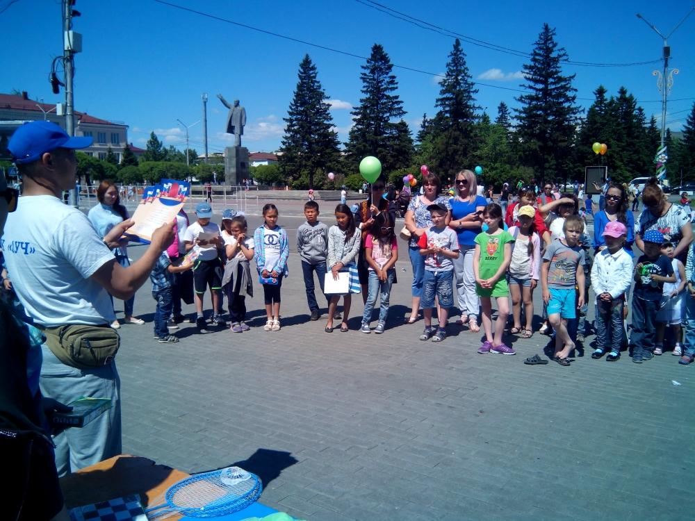1 июня 2017 года сотрудники МЧС поздравили ребят с Международным Днем защиты детей