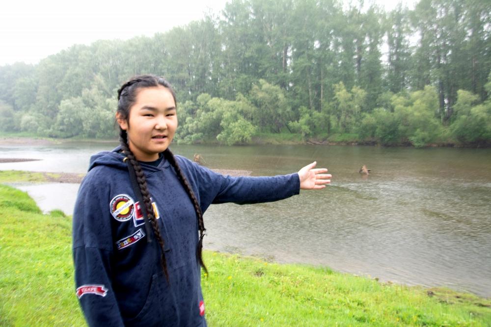 Дети-герои: в Туве подросток вытащила из воды тонущую девочку (ФОТО).